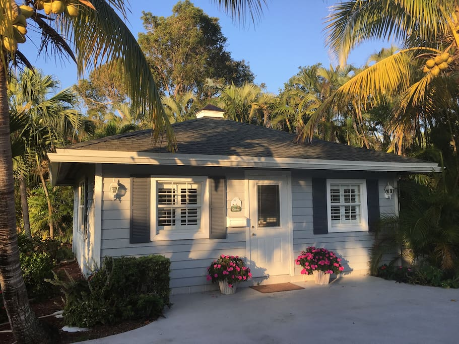 Charming key west beach house guesthouses for rent in for Bath house key west