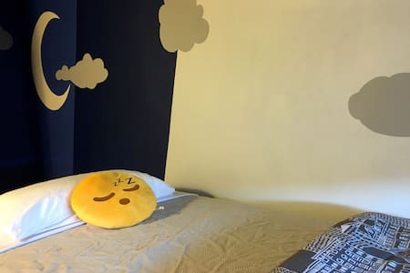 Private Moonlight Room in Brownstone Near Subway - Brooklyn - House