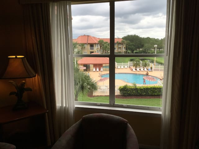 1/1 Beautiful Condo Pool View International Drive