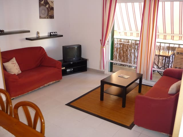 Apartamento climatizado y soleado - Es Castell  -Urb.Santa Ana - Byt