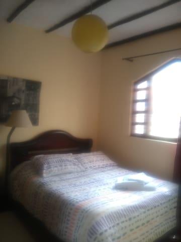 Habitación cama doble closet, tv, wifi