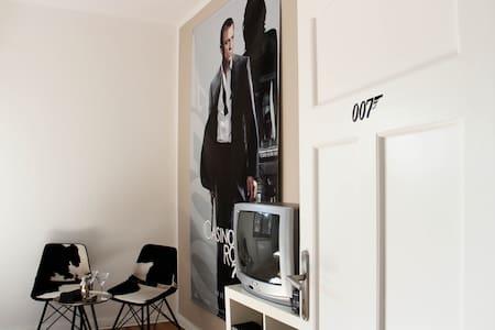 Planet Gast - Gästezimmer James Bond