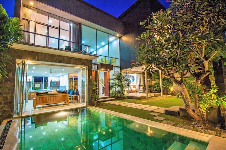 Fabulous Luxury 5 star 3BRM Villa in Seminyak