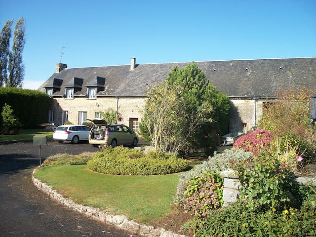 Large 6 bed farmhouse in rural Normandy - Fougerolles-du-Plessis - Casa