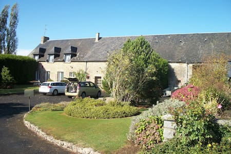 Large 6 bed farmhouse in rural Normandy - Fougerolles-du-Plessis - House