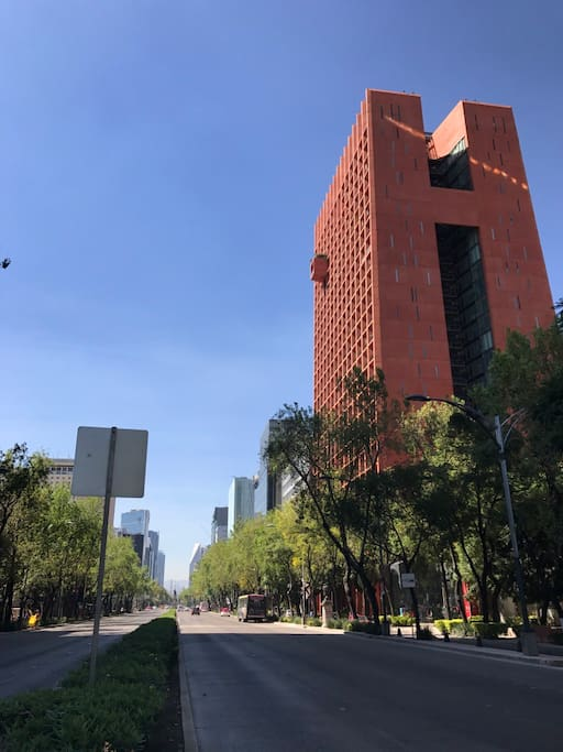 Iconic modern building in the most beautiful street of CDMX, Paseo de la Reforma