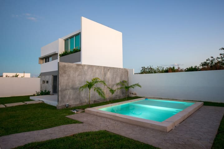 Modern Home in North Merida with POOL