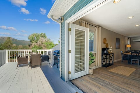 Serene Stay w/ Mountain Views in Downtown Monument