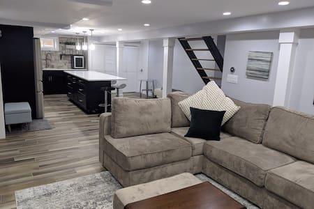 Elegant basement apartment 15min from JFK +Parking