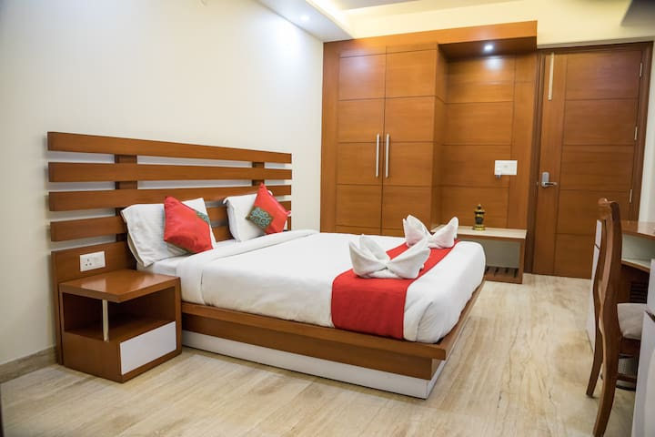 COMFORTABLE STAY  NEAR APOLLO HOSPITAL
