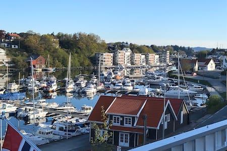 Terasse leilighet med en super utsikt til havn