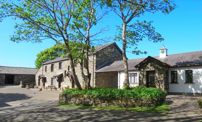 Haybarn Cottage - escape to Kionslieu!