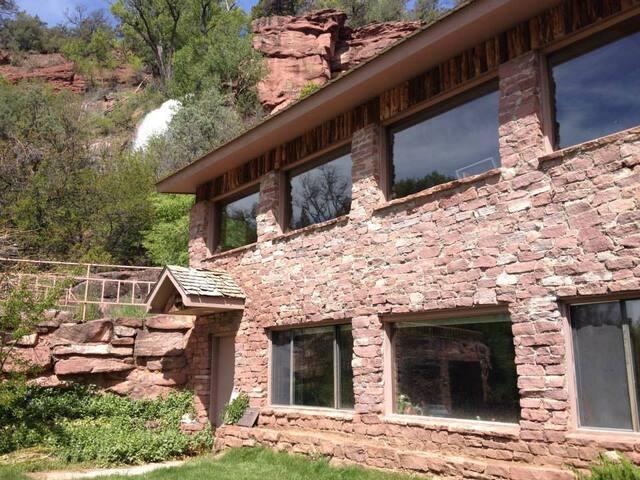 Waterfall House/Waterfall Spa