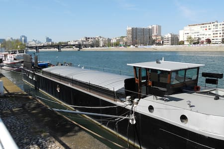 INDEPENDANT STUDIO ON A HOUSE BOAT - Levallois-Perret