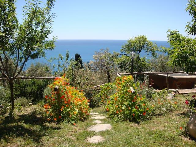 'casa mia' Immerso nella natura con vista mare