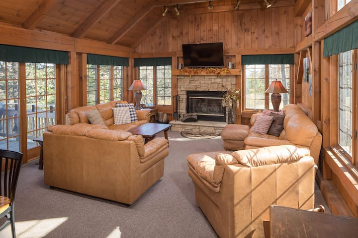 Media Room, Bunk Room, 2 Acres 2 Roam ~Secluded Year Round OUTDOOR HOT TUB