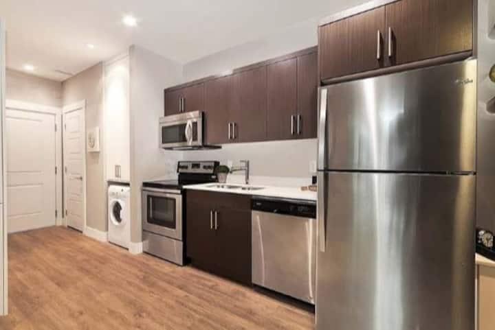 5 🌟 NEW Downtown Kelowna Suite by SUPERHOST
