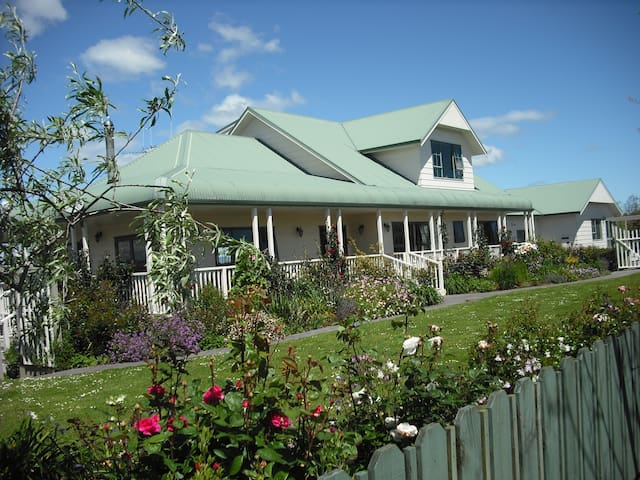 The  Candlemaker's Country cottage- stunning views - Te Kauwhata - Flat