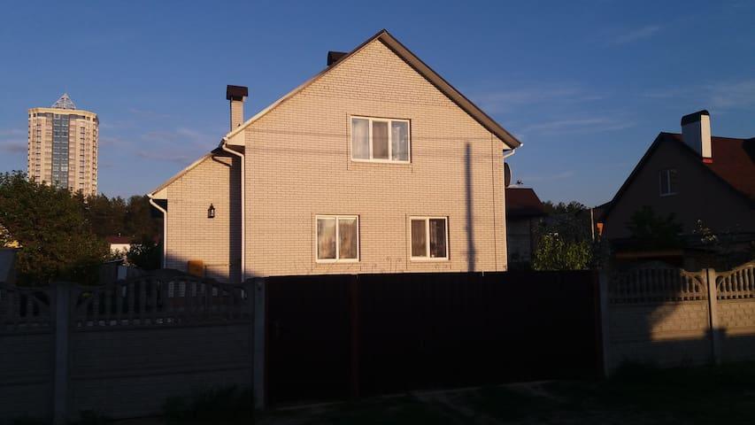 Светлая комната в лесном квартале - Brovary - House