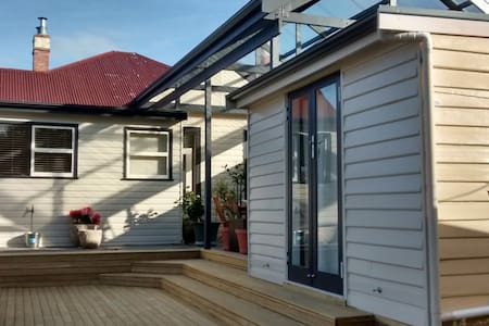 Self Contained Backyard Bungalow - West Hobart - Bungalow