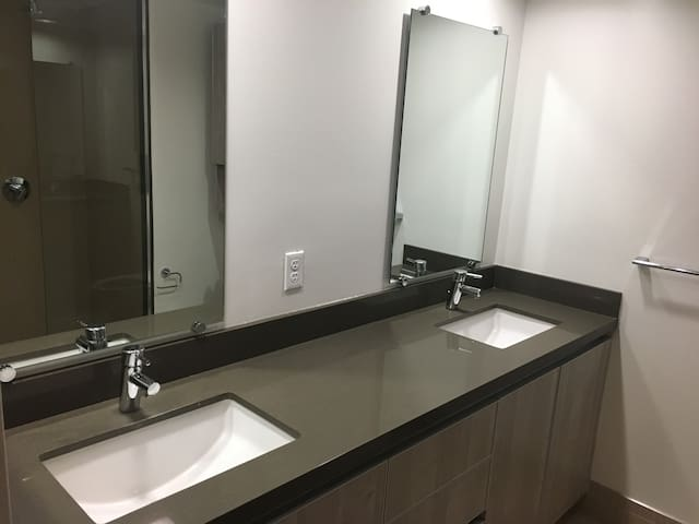 !!!Beautiful master bedroom Hollywood/K-Town!!! - Los Angeles - Appartement