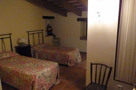 Habitación en casa de campo (H-2) - Canet d'Adri - Devremülk