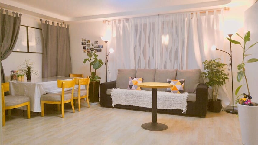 Comfy room for 4 ppl with bathroom - Seoul - Huis