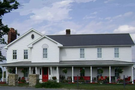 Mountainview Farms B&B (Lily White Room) - Kylertown