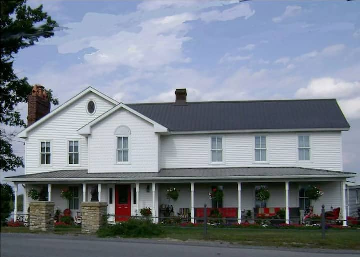 Mountainview Farms B&B (Lily White Room)