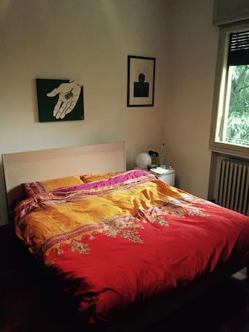 Ampia singola con vista colli - Bolonya - Casa