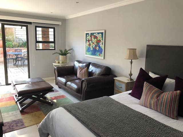 Studio Apartment Nestled in Umhlanga - DSTV & WIFI