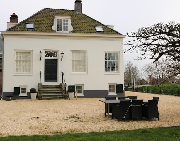Monumental unique villa in Weesp - Weesp - Villa