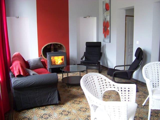 Maison avec cheminée et balnéo, idéale groupe