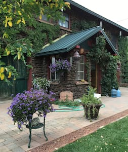 Historic Downtown Carriage House Apartment - Flagstaff