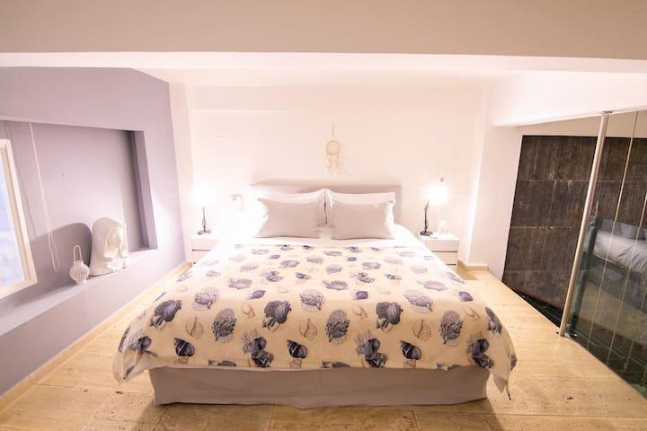 Habitación  cama King segundo piso