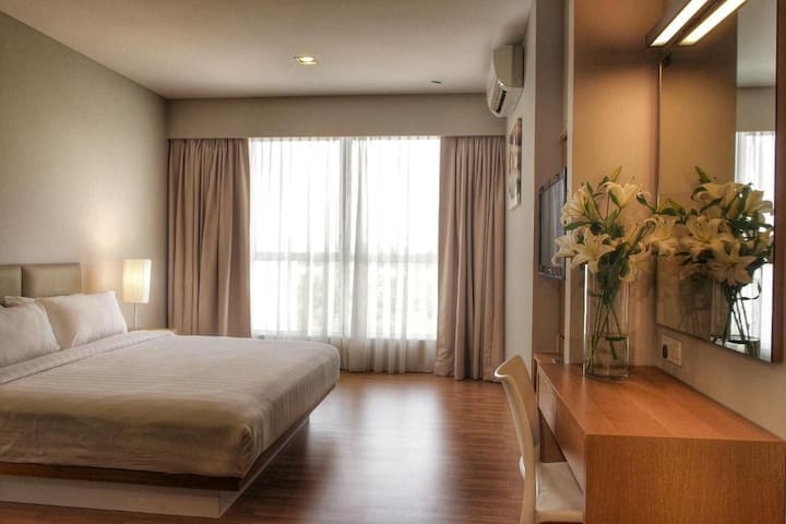 Spacious Suite near KLIA Airport by IdealHub