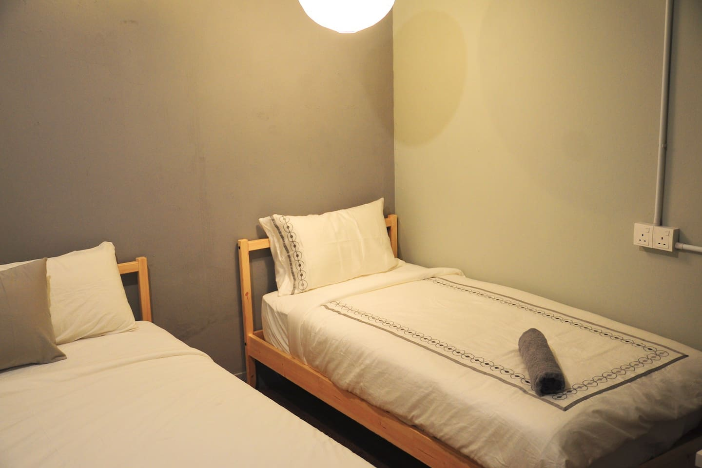 GRAYHAUS SOHO Triple Room 01 South @ IPOH New Town