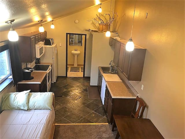 New York Style Loft Apartment Unit A with Privacy!