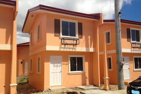 ★Cozy Camella Home★20 min ride to beach & DT!