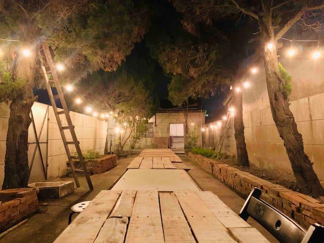 山腳下小房