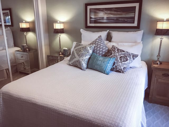 Peaceful Sleep Queen Bed Private Bath & Entrance