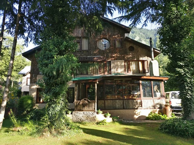 Traditional Wooden Cottage in Pahalgam