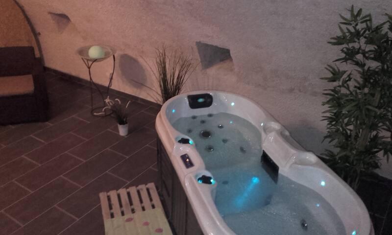 Spa & Sauna accès privé dans le gîte 4 pers - Tavers - Rumah
