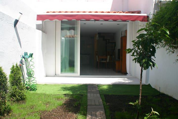La Casa de Forjas (casa completa con jardín)