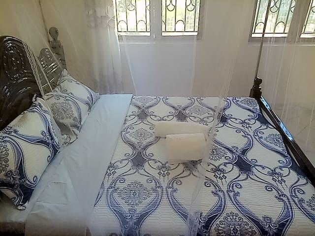Bedroom2 with Queen bed