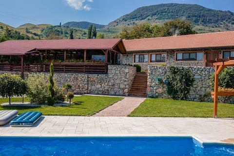 Relax in Transylvania at Villa Izvoarele