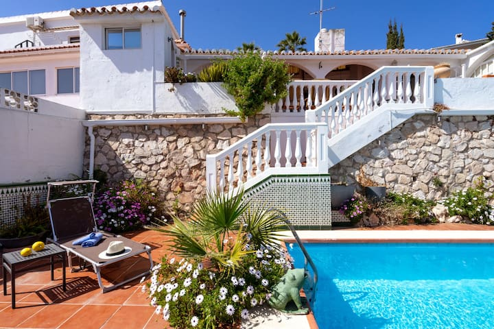 Stunning Torreblanca Villa with private pool