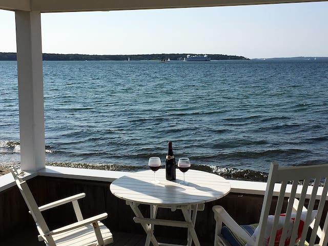 Oceanfront - Romantic Setting & Sunsets, Kayaks