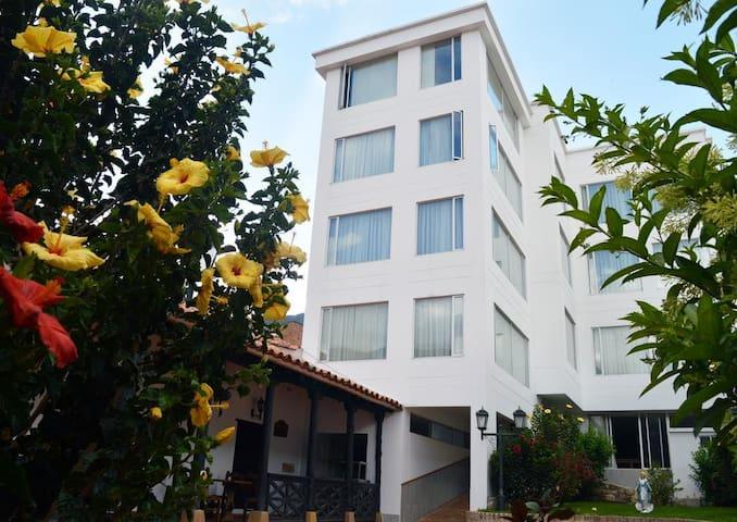 Habitación TRIPLE, HOTEL HONTIBON EN PAMPLONA