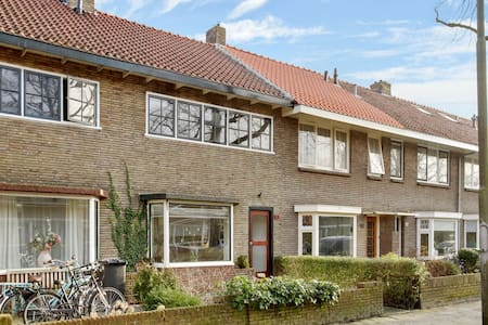 Fijne kamer - rustige buurt - nabij centrum - wifi - Leeuwarden - Rumah